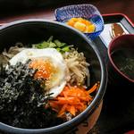 韓軽食 カフェ ビー・エフ・エイチ - 「ビビンバ」(780円)。スープとデザート付。