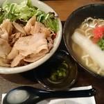 北谷食堂 - 沖縄すば+豚生姜焼丼。