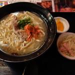 沖縄居酒屋 パラダヰス - 豚骨ソーキそば(700円)