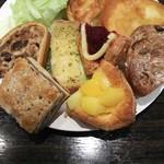 サンドッグイン神戸屋 - 料理写真:ガーリックトースト、じゅわっとハチミツりんご、とろけるマンゴー、ブルーベリーデニッシュ、