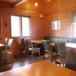 洋風食卓れべる - ベンチシートでゆったりとした店内