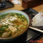 大正庵 - 鳥なんばそば(650円)+おにぎり2個(100円×2個)