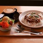 ペリカンコーヒー - 日替わりペリカンプレート1000円とカフェラテ550円
