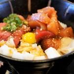 北かつまぐろ屋 - ユッケ風味ピリ辛丼
