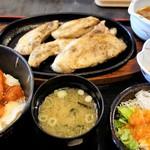 北かつまぐろ屋 - 得々ランチ 1,380円 ユッケ風味ピリ辛丼