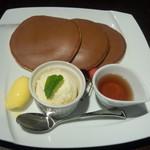 文明堂カフェ - 焼きたて三笠パンケーキメープルとバターアイス添え(980円 )