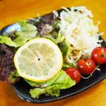 麺屋 Rock - サラダバーでセルフで盛り付けたサラダ