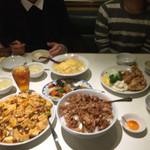 紅宝石 - 手前、麻婆豆腐丼、肉飯が大盛り       奥の天津飯がで(並)です