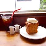 68489514 - キャロットケーキ500円、アイスコーヒー500円