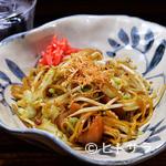 しぞ~かおでん お茶の間 - オリジナルの醤油味、定番のソース味。共に人気を博している『富士宮やきそば』