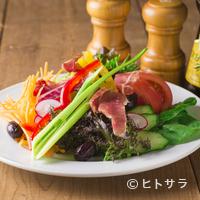メルカド デル プエルト - みずみずしい新鮮野菜をたっぷり使った『メルカドサラダ』