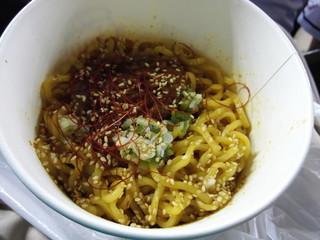 西安餃子 西武ドーム店 - 汁なし坦々麺830円