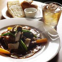 洋風食卓れべる - 若鶏の赤ワイン煮(単品880円/セット1080円)