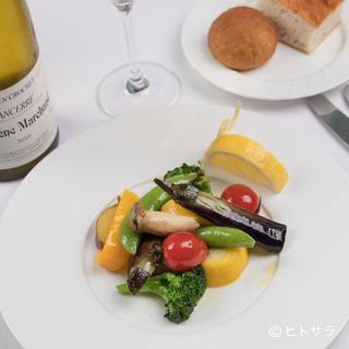 イタリアンや和のテイストを取り入れた素材を味わうフランス料理