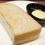 68493096 - 黒毛和牛ロールキャベツセット 1296円 のトースト、バター