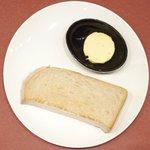 黒毛WAGYU RESTAURANT HACHI - 黒毛和牛ロールキャベツセット 1296円 のトースト、バター