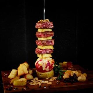 インスタ映え必至!!国産和牛ステーキの『ザ・肉タワー』