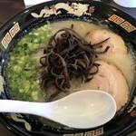 ら~めん 博多ん娘 - 料理写真:ラーメン キクラゲトッピング(600円+100円)