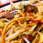 天龍 - 真ん中に鎮座する椎茸&生卵を先にマジェマジェしてお食べくださいとの指南