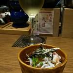 地きんめ鯛専門 銀座 はなたれ - お通しはズワイ蟹とシラスの揚げだし豆腐