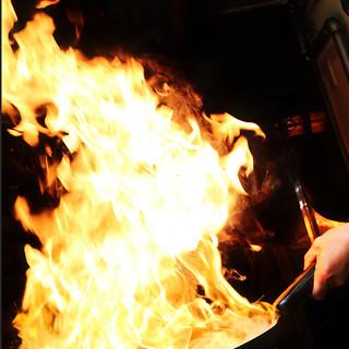 豪快に炎を上げた札幌ならではの味!