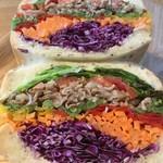 エニウェイ サンドイッチショップ - 日替わりライ麦パンサンド シャキシャキお野菜と塩ビーフサンド