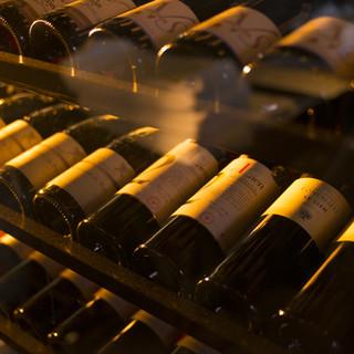 料理との『調和』を意識した上質なワインを揃えています