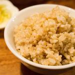 青家 - 玄米を大盛で。+50円。
