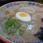 久留米 大砲ラーメン - ◆次女は「昔ラーメン(700円:税込)を。 豚骨らしいドロドロ感のあるスープですが、これが好きらしい。