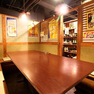 完全個室は最大12名様まで!明るくカジュアルな雰囲気の空間