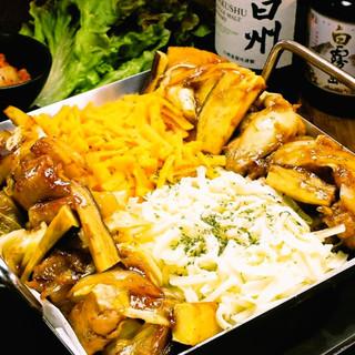 韓国で話題の『チーズタッカルビ』を味わう!