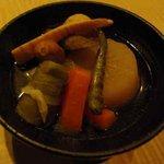 萬年青 - 青唐おでん / 関東風や関西風に属さない青唐だしの創作料理