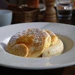 bills - リコッタパンケーキw/フレッシュバナナ、ハニーコームバター