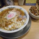流。 - 料理写真:煮干しそば750円と肉飯250円