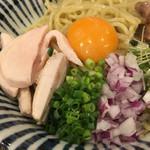 麺処 一龍庵 - 薬味と鶏チャーシュー