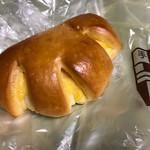 68523771 - 甘いクリームパン