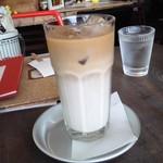 カフェ パンプルムゥス - アイスカフェオーレ702円
