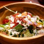ローストビーフ食べ放題 肉バル Lupin - コースの定番、生ハムのサラダ。