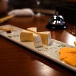 ローストビーフ食べ放題 肉バル Lupin - ルパンコースのチーズ盛り合わせ。