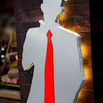 ローストビーフ食べ放題 肉バル Lupin - あの怪盗さんのシルエット看板。