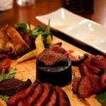 ローストビーフ食べ放題 肉バル Lupin - レアが苦手ならあの黒いポッチへ。