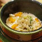 悠然 いしおか - セコガニとウドの土鍋ご飯