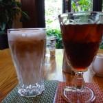 三和珈琲館 - ◆娘は「アイスカプチーノ(630円:内税か外税かは忘れました)」を。 普通のカプチーノだと言ってましたけれど。 私は夏季限定の「水出しアイスコーヒー(670円)」を。