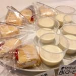 SunSet - 苺オムレット@ふわもち生地、白いコーヒーゼリー@つい最近舞浜でも食べた。流行ってるのかな