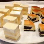 SunSet - レアチーズケーキ@スポンジ厚め、NYチーズケーキ@中にオレオ