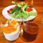 SunSet - サラダ、杏仁ブランマンジェ@濃厚。のってるフルーツゼリーがさわやか、アサイースムージー