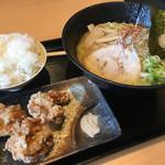 一松家 - 唐揚げライスセット 1000円(魚介とんこつラーメン++唐揚げ+ごはん大盛り無料)