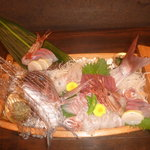 しん東 - お祝い用の舟盛(なんとこれで1800円!)要予約