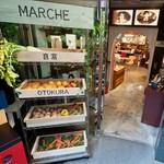 Organic & Music. Com.cafe.音倉 - 入り口にはお野菜のマルシェがあり、有機野菜を購入することができます。