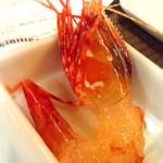 北海道ろばた居心地 - お通しの「ボタン海老の踊り食い」